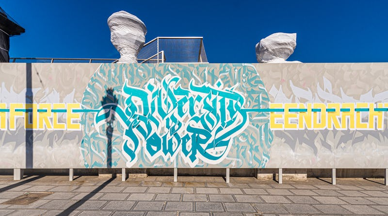 Dema One fresque rue Royale Bruxelles street art  - Dema One, Diversity is power © Jean-Paul Remy